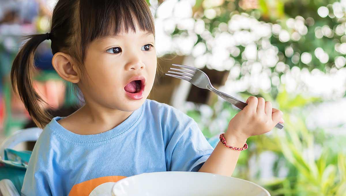 Ab wann können Kinder mit Besteck essen?